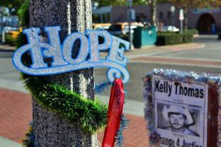 "The Kelly Thomas memorial in downtown Fullerton, the site of the July 2011 confrontation, was decorated with a sign saying ""Hope"" when the trial began in December 2012."